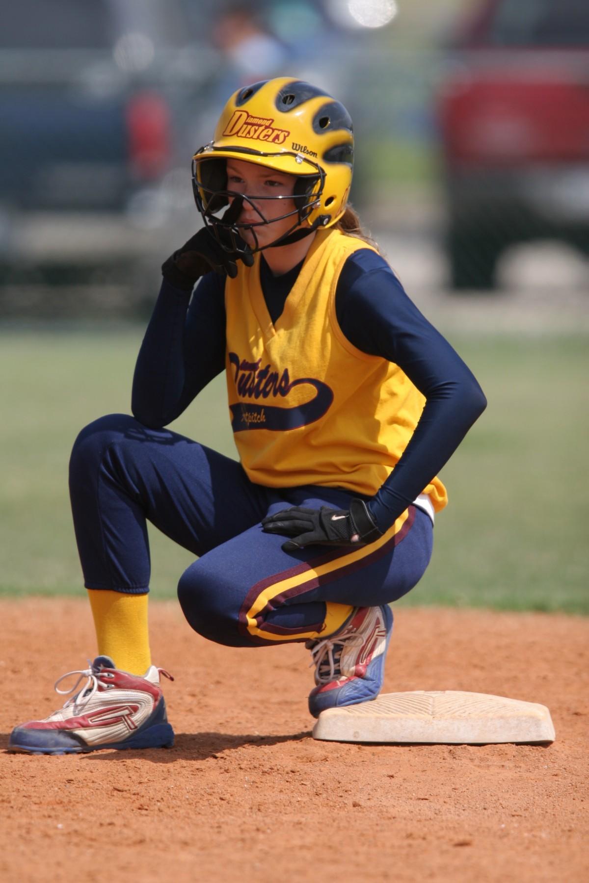 college girl play softball naken