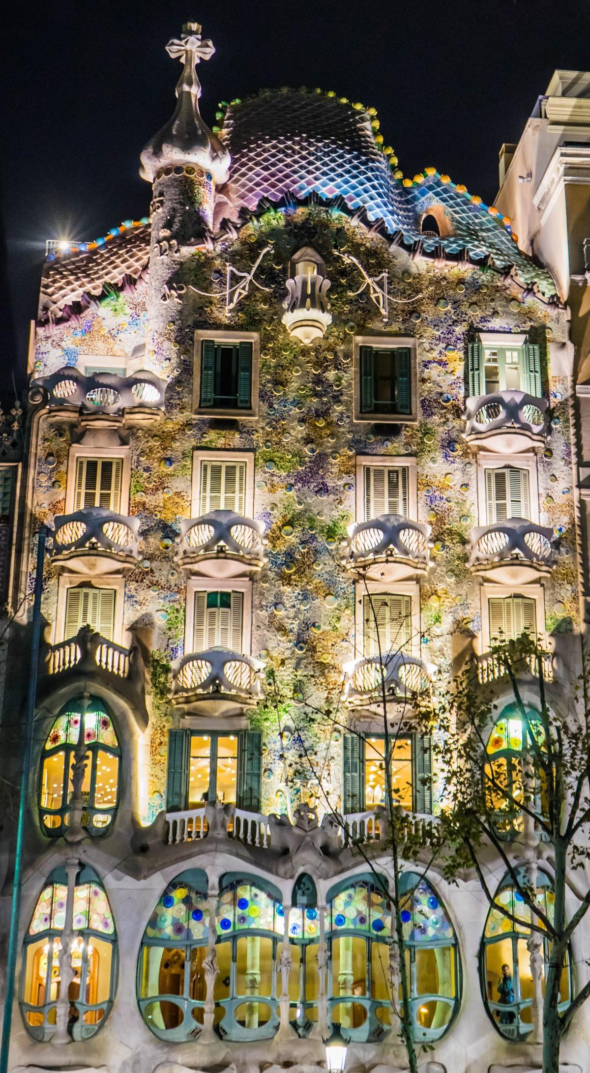Images gratuites architecture rue nuit maison for Fenetre urbaine