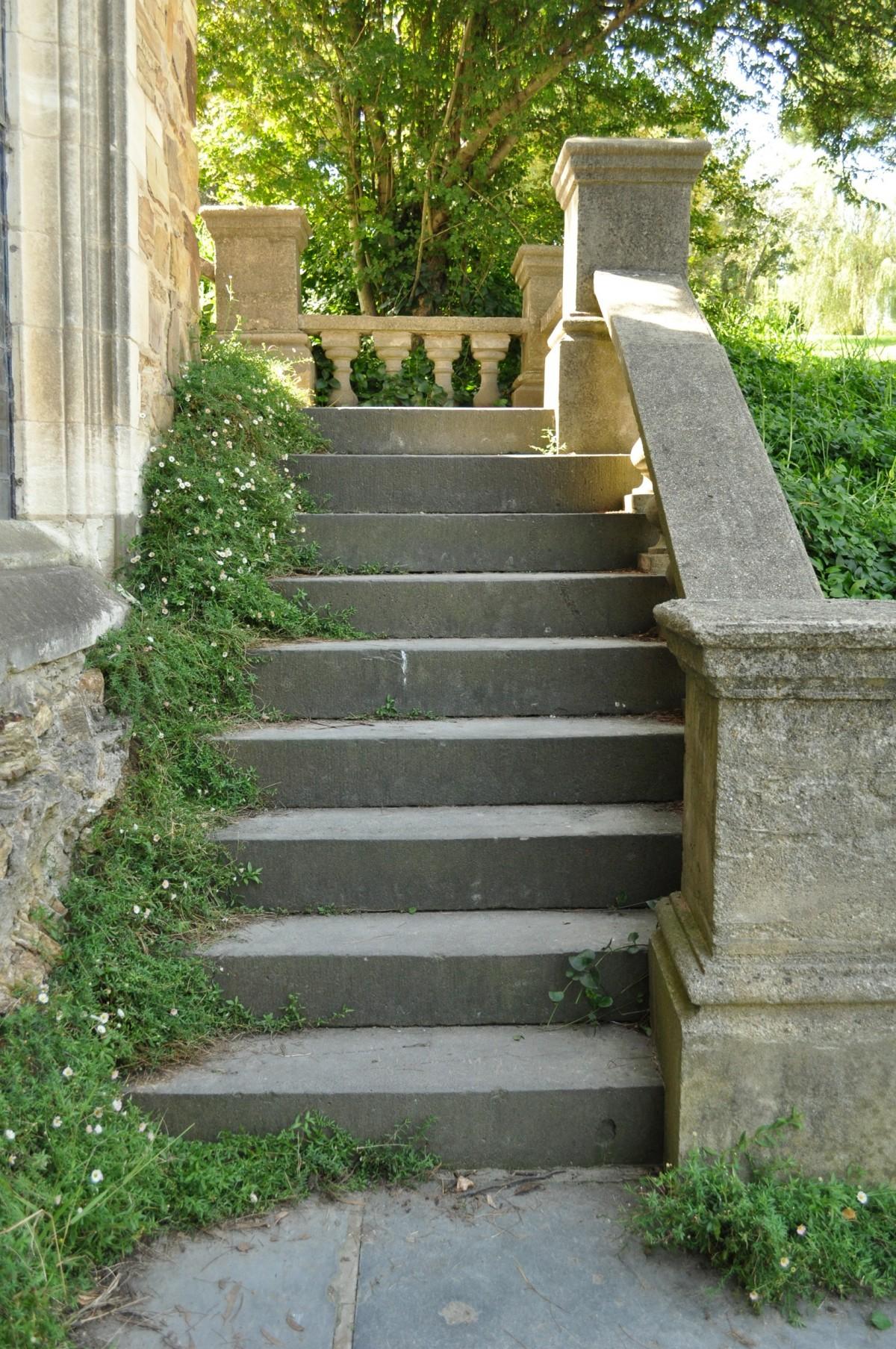 garden stairway without decoration