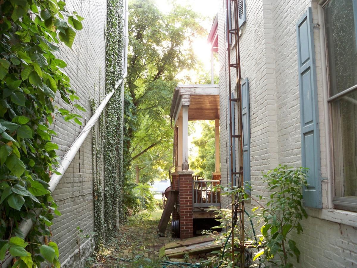 Images gratuites maison ruelle porche passerelle for Balcon facade maison