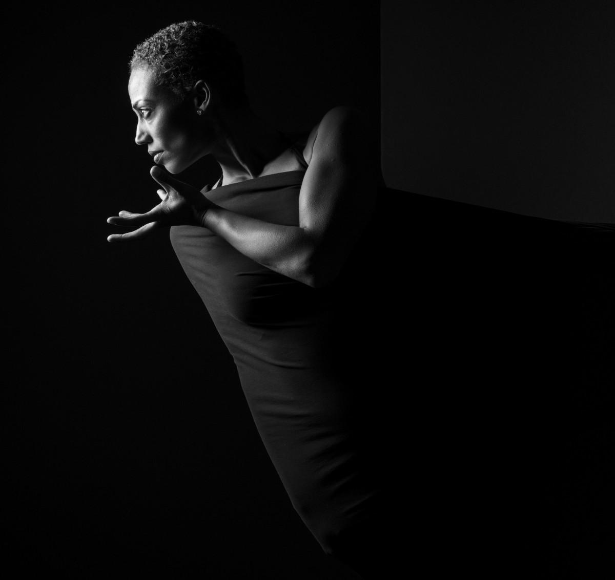 images gratuites noir et blanc la photographie profil danse portrait obscurit. Black Bedroom Furniture Sets. Home Design Ideas