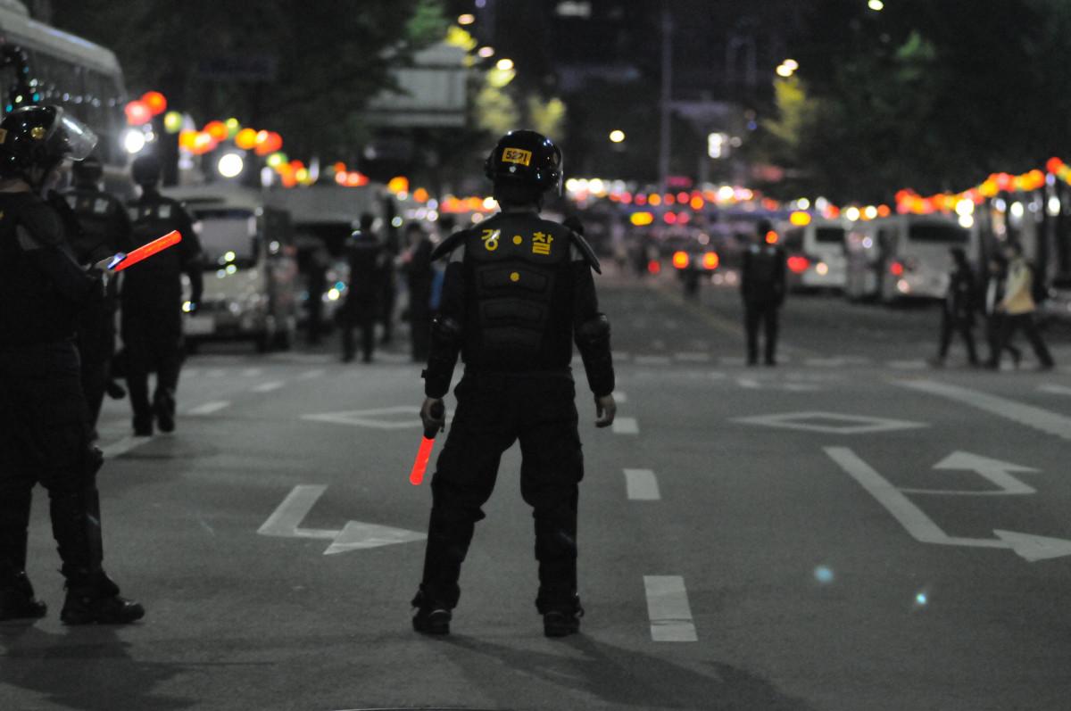 piéton la personne émeute police manifestation protestation officiel Marche République de Corée officier de police police militaire police anti-émeutes contrôle de foule