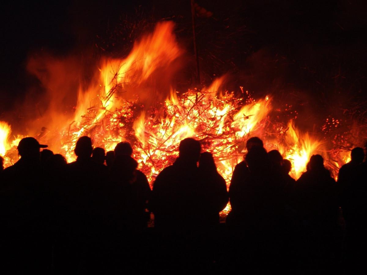 samhain-fire-ireland-puca-festival-halloween-qvi-travel