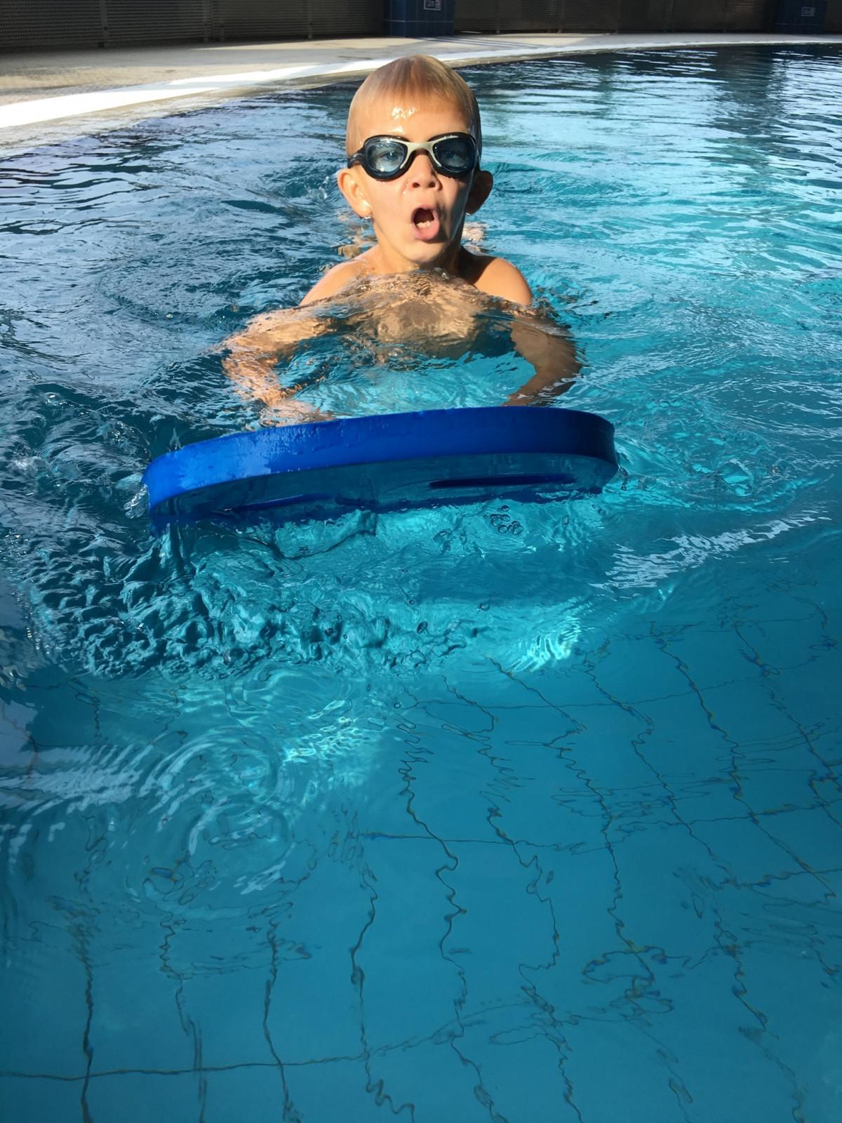 Fotos gratis mar agua buceo piscina submarino ni o for Piscina gratuita