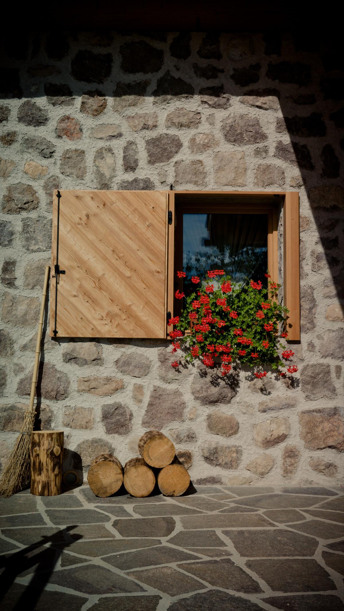 Fotos gratis madera casa piso ventana pared r stico for Casas de ladrillo rustico