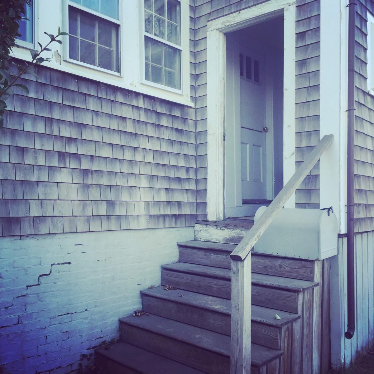 Images gratuites architecture bois blanc maison mur for Fenetre zone de qualification