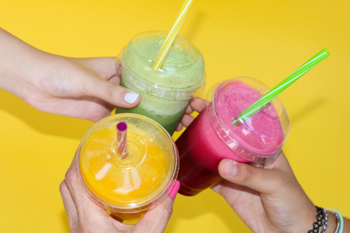 koude fruit zomer eten produceren limonade drinken bevroren geel heerlijk cocktail sap likeur topping smaak yoghurt bar ijscoupe smoothies softdrinks