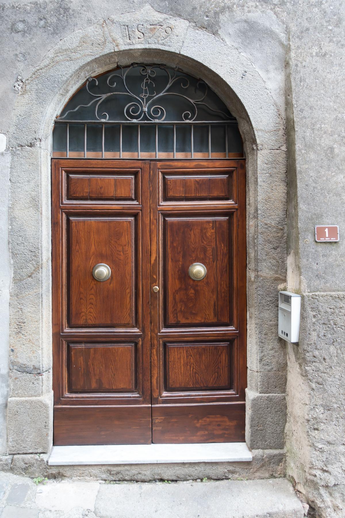 Fotos gratis madera edificio arco fachada port n - Dintel de madera ...