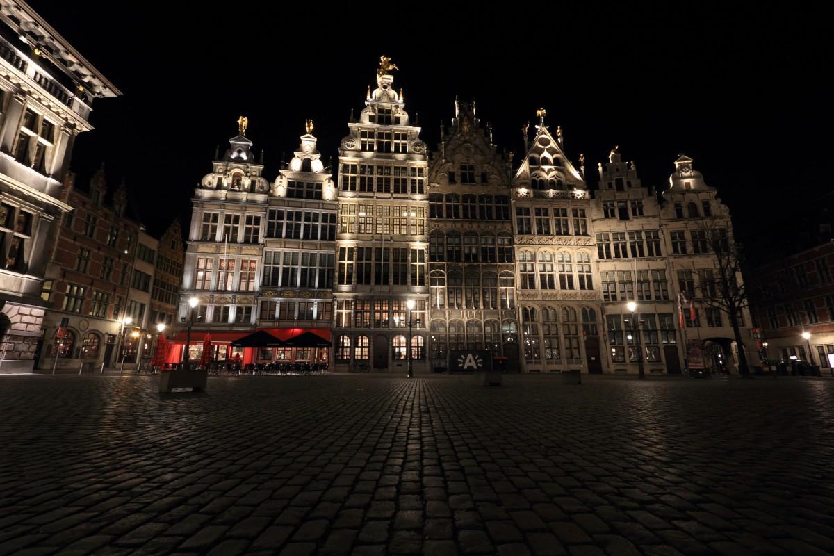 Gambar : malam, istana, pencakar langit, Pemandangan kota ...