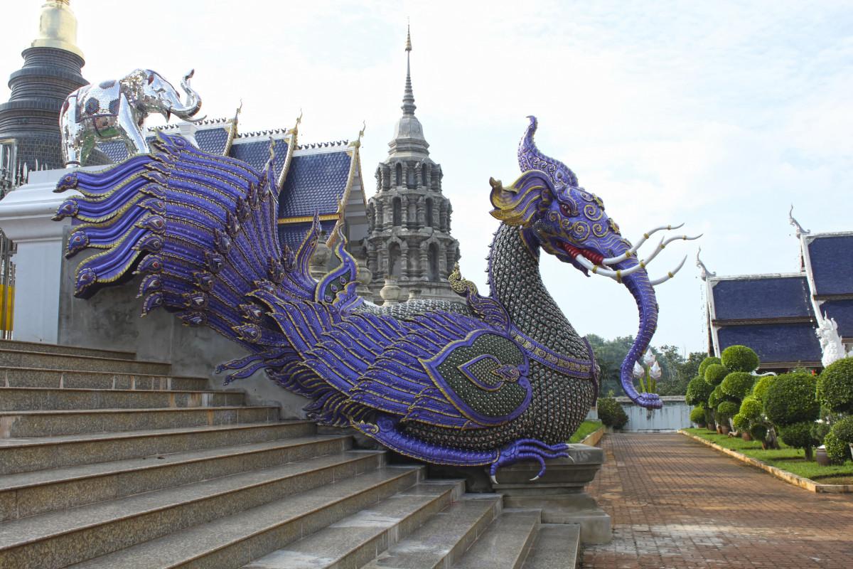 памятник статуя парк развлечений Ориентир Место поклонения Таиланд Скульптура Изобразительное искусство храм Дракон Wat Храмовый комплекс Хранитель Храма