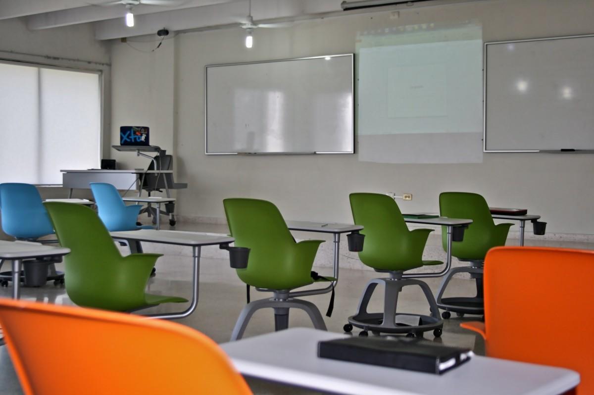 Fotos gratis oficina habitaci n aula colegio sala de for Estudiar diseno de interiores online gratis
