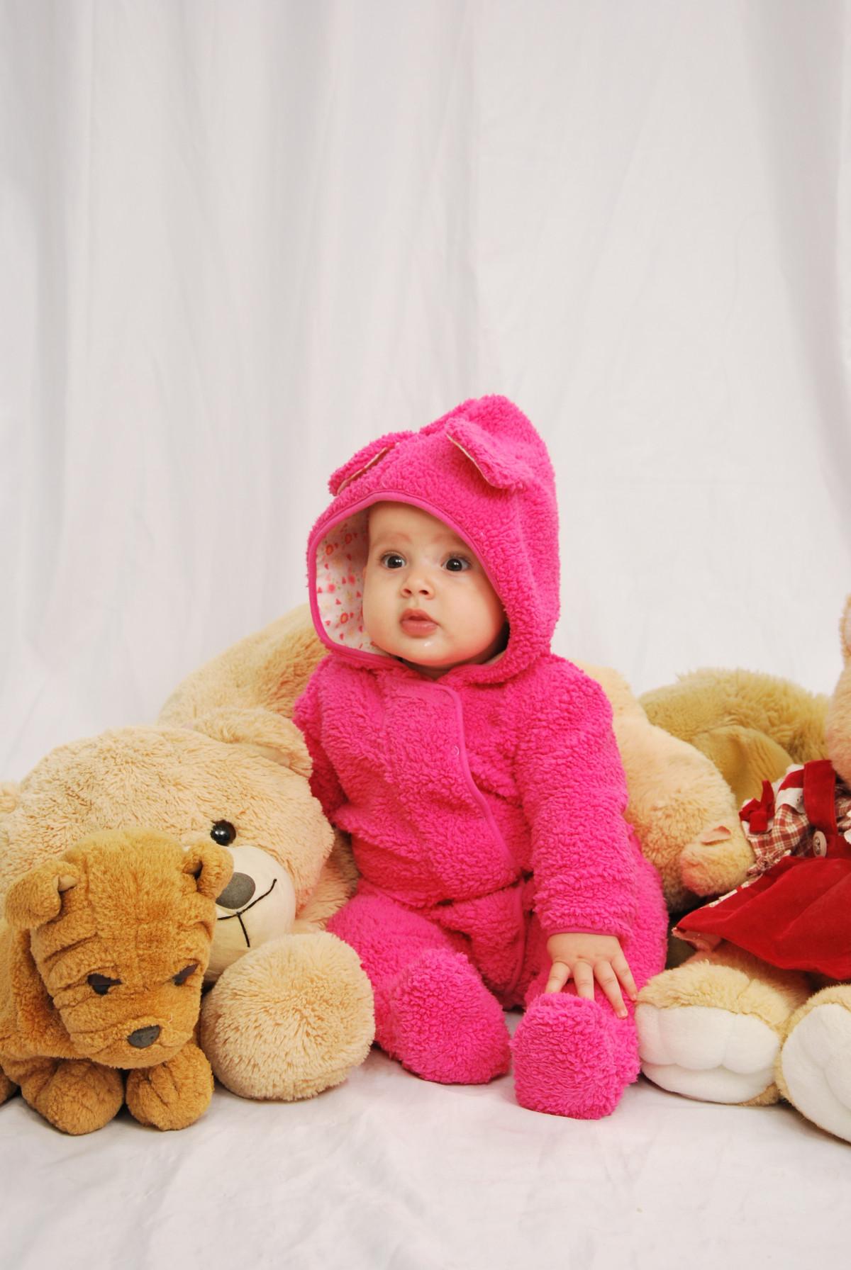 images gratuites fille enfant b b mat riel produit textile enfants innocent content. Black Bedroom Furniture Sets. Home Design Ideas