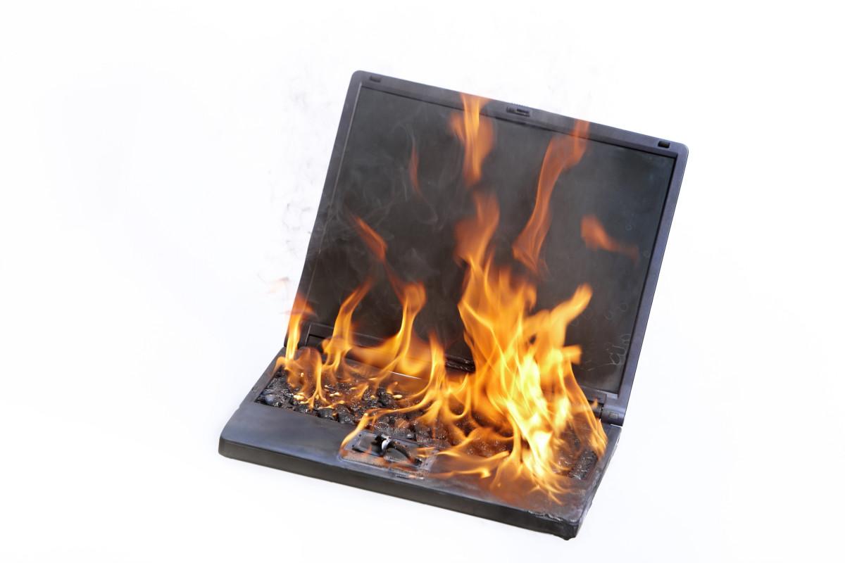 Компьютер загорелся картинка