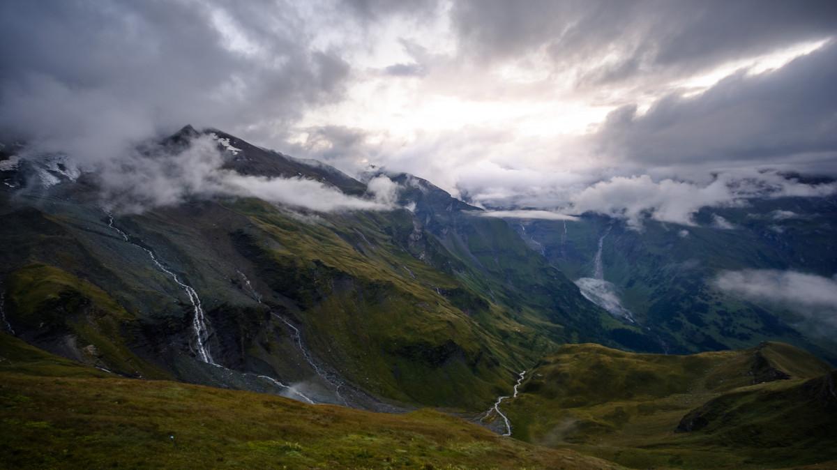 paysage la nature région sauvage Montagne nuage ciel colline vallée chaîne de montagnes Météo fjord montagnes crête Alpes plateau Berge est tombée loch passer Osterreich Forme de relief Grosglockner Col de montagne caractéristique géographique Phénomène atmosphérique Relief montagneux