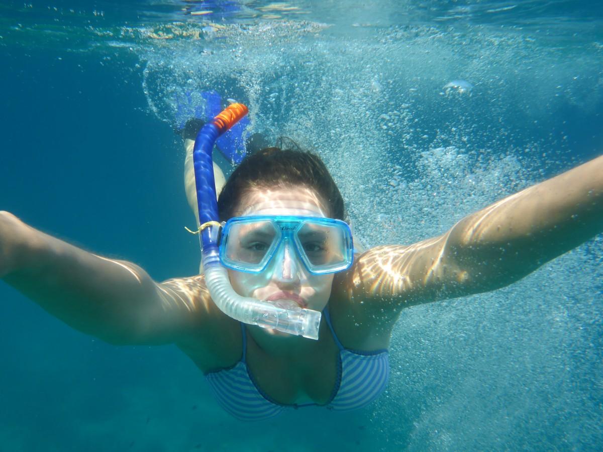 Diving bikini beach